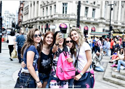 Selfie Girls, Piccadilly Circus